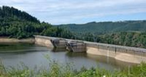 Barrage de Grandval dans le Cantal