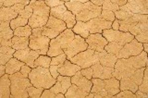 Retrait gonflement des argiles, terre craquelé